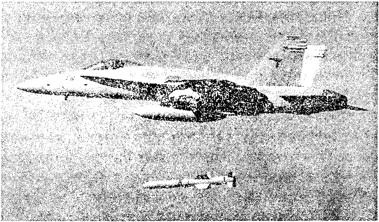 Истребитель–штурмовик F/A–18 сбросил высокоточную ракету