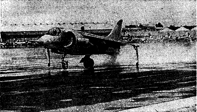 Вертикальный взлет экспериментального СВВП Р1127 (Великобритания)
