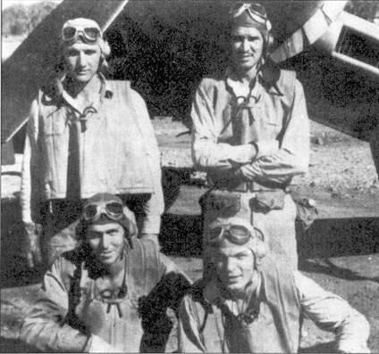 Звено «О» (5-й 2 звено) эскадрильи VMF-I24, слева направо: 1-й лейтенант Ховард Дж. Финн (6 побед), I-й лейтенант Мервин Л. Тэйлор (1,5 победы), командир звена кэптен Уильям И. Кроу (7 побед), 1-й лейтенант Том Р. Матц (3 победы). Финн принимал участие в самом первом воздушном бою, проведенном летчиками эскадрильи. Финн увлекся погоней за одиночным «Зеро», отбился от группы, после чего был атакован несколькими японскими истребителями. Американцу пришлось уходить под защиту воздушных стрелков бомбардировщиков В-24 «Либерейтор».