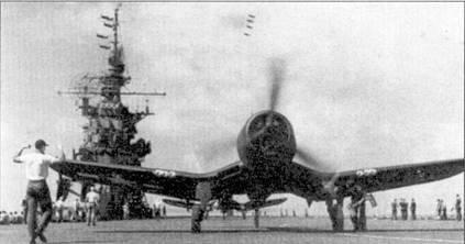 Истребители F4U-1A на палубе авианосца «Франклин». В марте 1945г. на «Франклине» базировались три эскадрильи «Корсаров»: VF-5, VMF-214 и VMF-452. Джеймс И. Шиллер из эскадрильи VF-5 стаз асом 18 марта, добавив сбитый на «Корсаре» истребитель «Зеро» к одержанным на «Хеллкэтах» четырем победам в воздушных боях. На следующий день «Франклин» вывела из строя японская авиация.