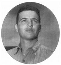 Майор Джордж С. Экстелл — самый молодой командир эскадрильи в авиации корпуса морской пехоты. Экстелл принял командование эскадрильей VMF-323 в 1943г. В апреле 1945г. на боевом счету парня значилось пять сбитых «Вэлов», один «Нэт» и три поврежденных японских самолета.