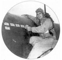 Самолет с бортовым номером «51» пользовался популярностью у фотографов. Теперь на его фоне позирует 1-й лейтенант Джон У. Рахэм. Летчик записал на свой счет за боевую карьеру семь подтвержденных побед и три поврежденных самолета. Рахэм и Уэйд часто летали вместе, вместе они сбили и несколько японских самолетов.