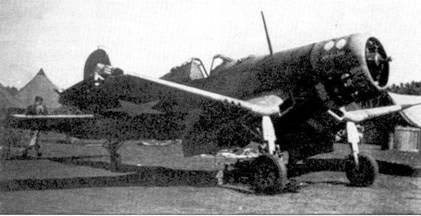На истребителе F4U-1c бортовым номером «11» и собственным именем «Defahe» летал на Гуадалканале 1-й лейтенант Джордж С. «Йоги» Дефабио. Дефабио сбил два «Зеро» 30 июня и еще но одному 11 и 17 июля 1943г. В одном us вылетов на штурмовку наземных целей огнем зенитной артиллерии на его самолете оторвало кусок крыла длиной 46 дюймов. Буквально «на честном слове и одном крыле» Дефабио «летел, ковыляя во мгле», но все-таки добрался до дома. На снимке видно обрезанное зенитками крыло истребителя.