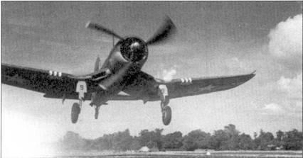«Корсар» майора Вейссенбергера только что оторвался от взлетной полосы, Гуадалканал, июнь 1943г. Асом Вейссенбергер стал IS июня 1945г., когда сбил «Зеро» — пятая и финальная победа майора.