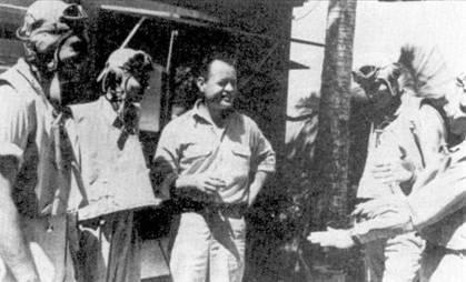 «Паппи» Бойингтоун с летчиками эскадрильи VMF-214. В Китае Грег Бойингтоун одержал шесть побед, над Тихом океане на «Корсарах» он сбил еще 22 японских самолета достоверно и четыре вероятно. Бойингтоун 3 января 1944г. на самолете Мэриона И. Кэрла дрался с «Зеро» из 204-го кокутая над мысом Сент-Джордж, остров Новая Ирландия. Майор сбил три «Зеро», а его ведомый кэптен Джордж М. Эшман — один. На обратном пути обоих американцев сбили зенитки. Бойингтоун оставался в плену до конца войны.