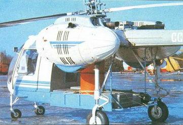 Сельскохозяйственный вертолет Ка-26 с бункером для сыпучих химикатов и центробежным разбрасывателем