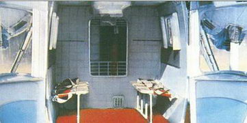 Грузопассажирская кабина вертолета с открытыми задними створками