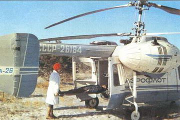 Санитарный вертолет Ка-26 с носилками и сиденьями для больных в кабине