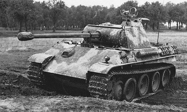 «Пантера» AusfG, оборудованная прибором ночного видения.