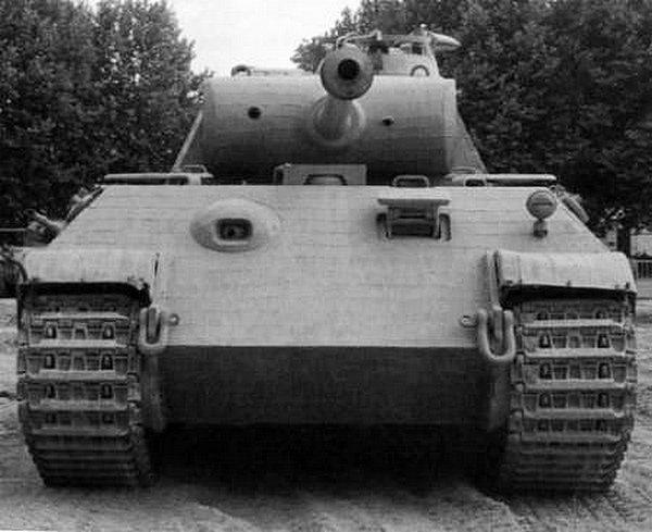 «Пантера» AusfА. Эта машина находится в экспозиции французского танкового музея в Самюре.