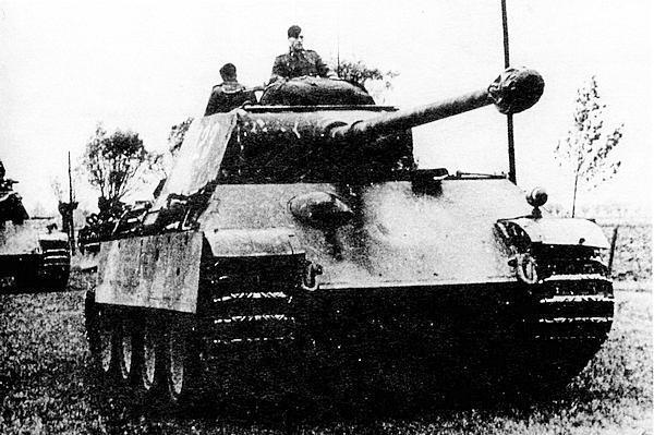 «Пантера» AusfG поздних выпусков без «циммерита» на броне.