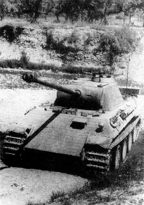 «Пантера» AusfD поздних выпусков — с новой командирской башенкой.