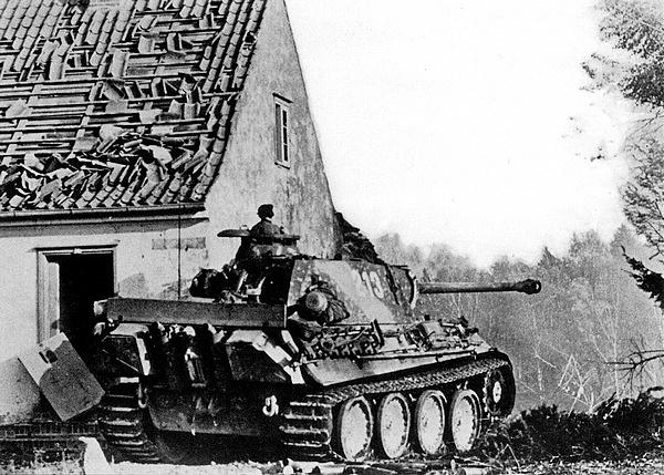 Achtung! Scherman in Ziel!— Внимание! «Шерманы» в прицеле. Западный фронт, Франция, лето 1944 года.
