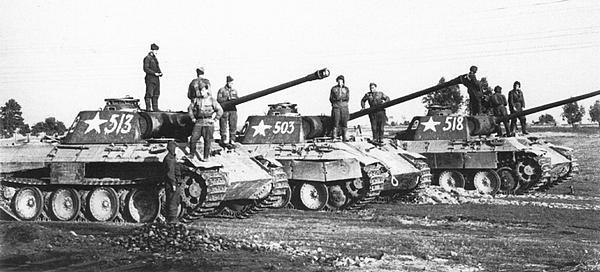«Пантеры» AusfА из роты гвардии лейтенанта Сотникова, восточнее Праги. Май 1945 года.