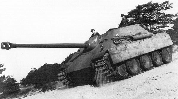 «Ягдпантеры» первых серий из Танковой учебной дивизии. Франция, лето 1944 года.