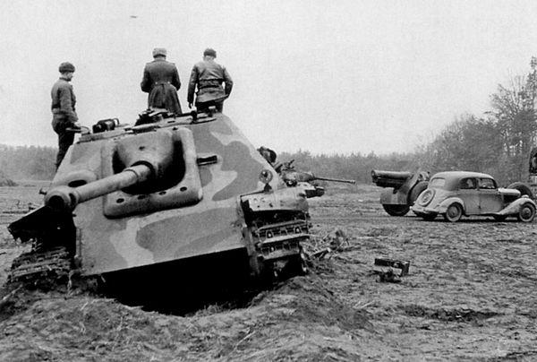 «Ягдпантера» позднего выпуска, подбитая на подступах к Кёнигсбергу. Весна 1945 года.
