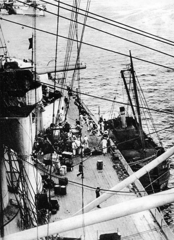 """На линейном корабле """"Айрон Дюк"""" перед выходом в море"""