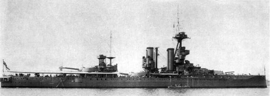 """Линейный корабль """"Айрон Дюк""""в середине 1930-х гг."""