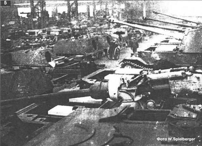 """Установка вооружения в штурмовые орудия """"Фердинанд""""."""