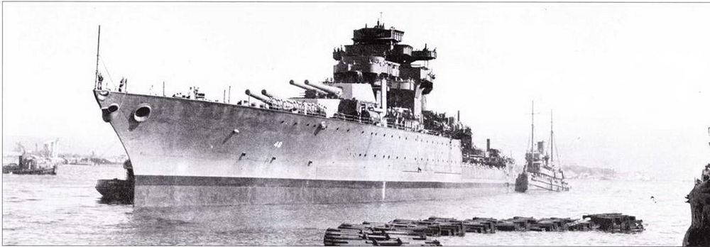 Перед переходом к Пуге-Саунд) на «Западной Вирджинии» ввели в строй турбоэлектрическую установку и демонтировали мачты и другие ненужные и этом походе «высотные» конструкции. В борту корпуса видны заглушки, закрывающие пробоины в корпусе. Корабль ремонтировался до середины 1944г.