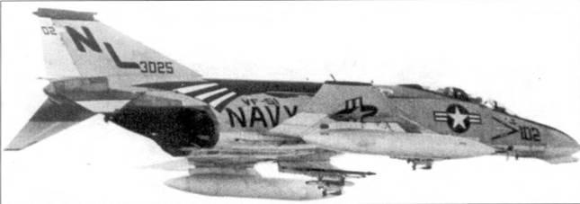 В тренировочном полете истребитель-бомбардировщик F-4B Bu№153025 из эскадрильи VF-51. Снимок сделан в ноябре 1971г. над побережьем Южной Калифорнии незадолго до отправки авианосца «Корал Си» в Тонкинский залив.