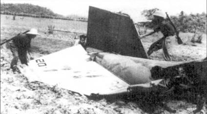 То что осталось от красивого самолета F-4B Bu№153025 после встречи 27 апреля 1972г. с истребителем МиГ-21 Хоанг Куок Данга. За весь период восьмимесячной командировки на войну (1971-72г.г.) эскадрилья VF-51 потеряла один-единственный самолет — этот злосчастный F-4B Bu№153025. Летчики эскадрильи VF-51 сбили четыре истребителя МиГ-17.