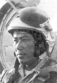 Летчик 921-го ИАП Данг Нгок Нга был одним из ветеранов ВВС ДРВ, он воевал с 1966г. по 1973г. Первую свою победу в воздушном бою он одержал в мае 1967г., седьмую и последнюю — в мае 1972г.