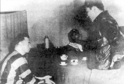 Нго Дай Тху обсуждает воздушный бой 11 мая 1972 с подполковником Джозефом У. Киттенгером, чей «Фантом» (F-4D Bu№66-0230 из 555-й эскадрильи 8-го тактического истребительного авиакрыла) был сбит летчиком Нго Ван Фу. Сам Нго Дай Тху в том же воздушном бою сбил «Тандерчиф» (F-105G Bu№62-4424) us 17-й эскадрильи «Wild Weasel» 388-го тактического истребительного авиакрыла. Киттингер сбил МиГ-21 в бою 1 марта 1972г.