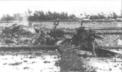 Обломки сбитого 27 июня самолета F- 4Е Bu№69-7271. Экипаж в составе летчика капитана Л.А. Айкмана и оператора БРЭО капитана Томаса Дж. Хэнтона катапультировался, но эвакуирован поисково-спасательным вертолетом ВВС США был только Айкман, Хэнтондо конца войны находился в плену.