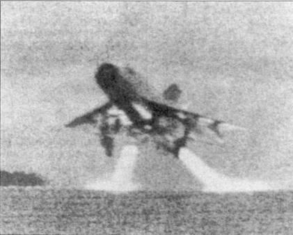 Истребитель МиГ-21МФ взлетает с рулежной дорожки аэродрома Нойбай. Для сокращения длины разбега использовались стартовые ракетные ускорители СПРД-99. Снимок сделан летом 1972г.