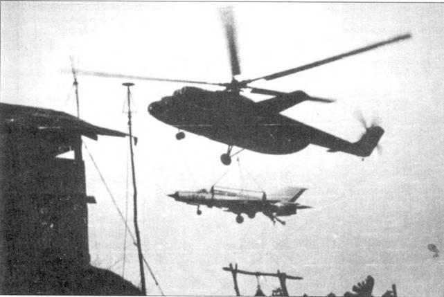 Транспортировка истребителя МиГ-21ПФМ на внешней подвеске тяжелого вертолета Ми-6. Для перевозки истребителей на внешней подвеске вертолетов вьетнамские инженеры разработали специальную раму-трапецию и подвесную систему. В первые военные годы полоса аэродрома Нойбай была довольно короткой: истребители МиГ-21 могли с нее только взлетать, для посадки ее длины не хвитало. Истребители взлетали с Нойбая, садились в другом месте, а опять в Нойбай их доставляли вертолеты Ми-6.