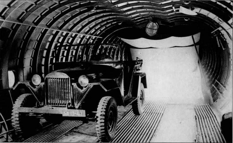 Загрузка автомобиля ГАЗ-67Б в макет самолета Т-117