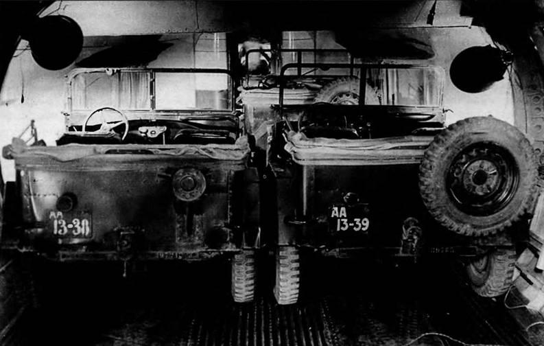 Широкий фюзеляж Т-117 допускал размещение двух ГАЗ-67Б в ряд