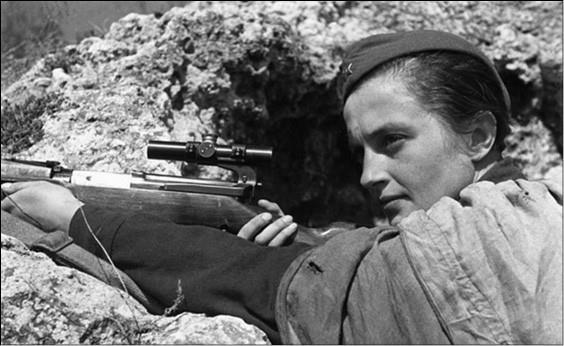 Людмила Павличенко. Фото 1940-х гг.
