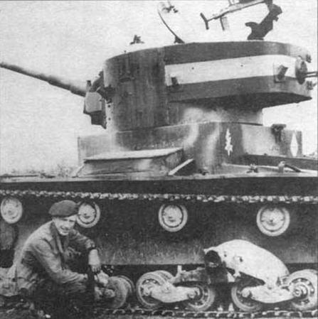 Танк Т-26 в окраске Испанского иностранного легиона. Испания. 1937 г. Эмблема легиона нанесена на кормовой лист подбашенной коробки
