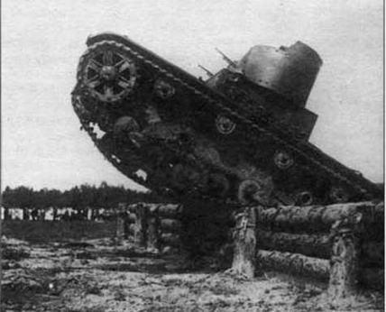 Танк Т-26 преодолевает вертикальную стенку. МВО, 1933 г.