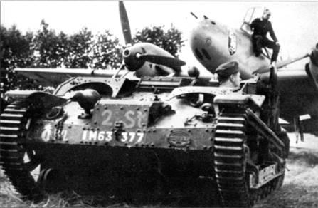 Французские и британские трофеи немцы сразу пускали в дело. Здесь французскую танкетку приспособили для буксировки церсторери из I/ZG-52.