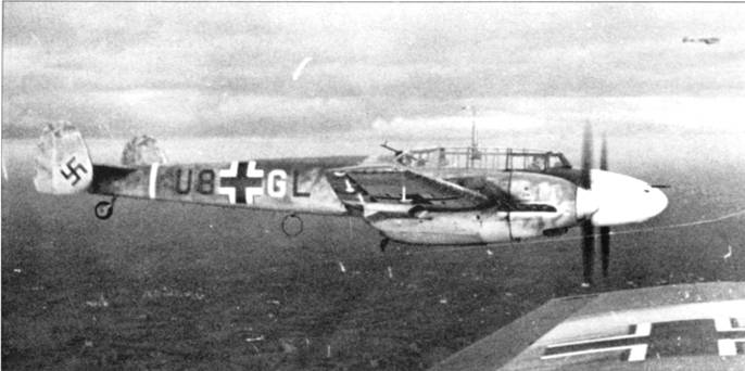 Носы самолетов 26-й эскадры часто окрашивались в яркие идентификационные цвета.