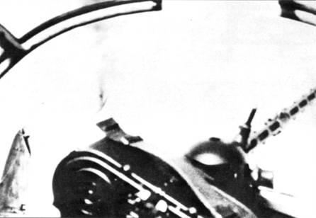 Экстремалъно редкий кадр, который показывает насколько быстро должен был реагировать стрелок на проносящийся мимо церсторера «Спитфайр».