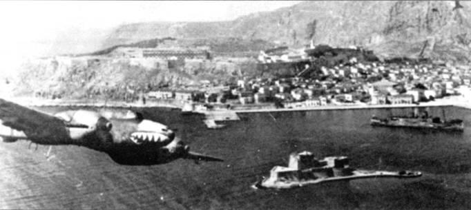 Гапс-Йоахим Ябс закладывает вираж над Аргусом, Пелопонесский полуостров, Греция. К 28 апреля англичане эвакуировали из Греции примерно 43 000 человек, но 11 000 и почти вся тяжелая техника достались немцам.