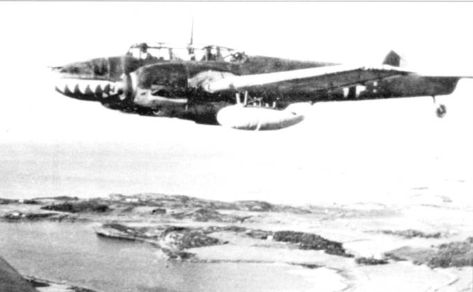Bf. 110 из II/ZG-76 с подвесными баками емкостью по 66 галлонов в патрульном полете над Критом. Сопротивление люфтваффе на Крите оказывали всего несколько истребителей «Гладиатор» и «Харрикейн». Эти самолеты немцы быстро уничтожили, в дальнейшем британская авиация действовала над Критом, взлетая с египетских аэродромов.