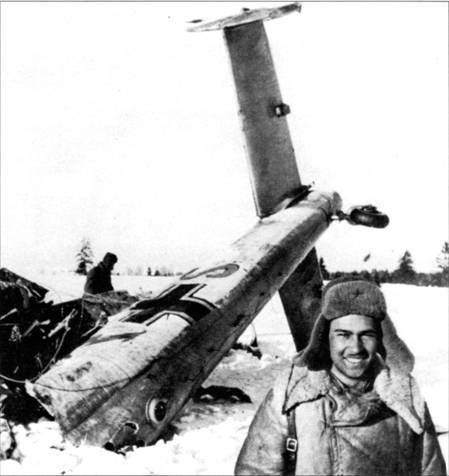 Из-за проблем с техникой, русских истребителей и русских зениток люфтваффе почти утратили контроль за воздушным пространством на Восточном фронте. Командир зенитной батареи лейтенант Н. Кулер сфотографировался на фоне сбитого его зенитчиками церсторера, начало 1942 г. Но советским данным батарея Кулера к этому времени сбила восемь германских самолетов.