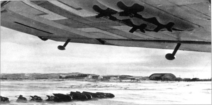Крупный план двух под крыльевых держателей ЕТС-50 стандартизированных для Bf. 110E.