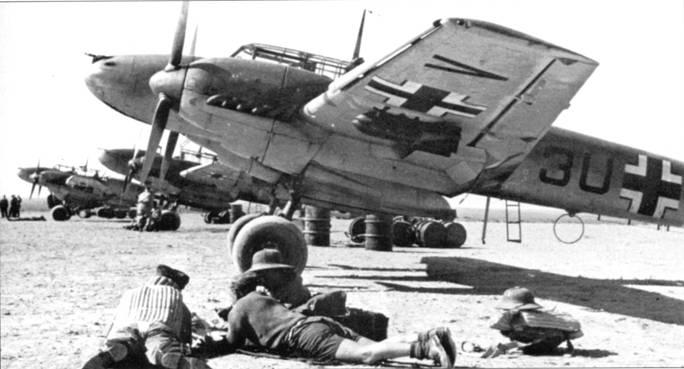 Росту бомбовой нагрузки Bf. 110 радовались не только на Восточном фронте, но и в Северной Африке. Автоматический предкрылок Хэндли-Пейдж находится в выпущенном положении.