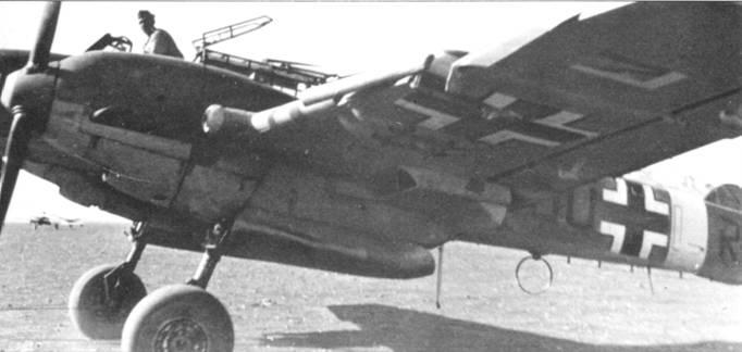 На самолетах, действовавших в Северной Африке устанавливались фильтры, хорошо видимые на этой фотографии Bf. 110E из 7JZG-26.