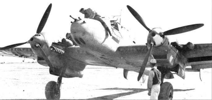 Весной и летом 1942 г. новенькие Bf. 110F-2 начали прибывать в Северную Африку. Ни снимке – оснащенный тропическими фильтрами Bf. 110F-2 из ZG-26, под крылом подвешены бомбодержатели ЕТС-50.
