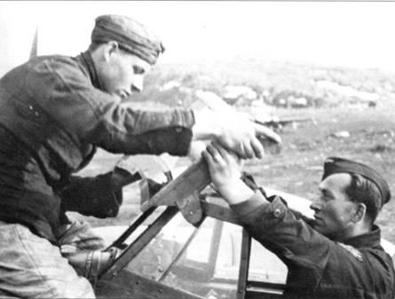 На самолетах Bf. 110F ставились бронестекла толщиной 57 мм. Такими же бронестеклами в полевых условиях оснащались ранее построенные самолеты. Техники без труда монтировали бронестекла в полевых условиях.