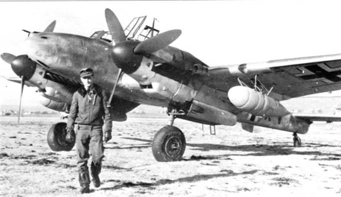 Выпуск самолетов Bf. 110G-2 начался в мае 1942 г. Их использовали в качестве церстореров или тяжелых истребителей- бомбардировщиков, переделывая из варианта в вариант с помощью полевых модернизационных наборов Rustsatze.