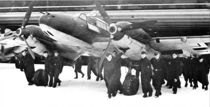 Первые серийные Bf.110С-1 поступили в l(Z)/LG-l в январе 1939 г., часть тогда стояла в Грейфсвальде. На самолетах данной модификации стояли трехлопастные новые винты изменяемого шага VDM.