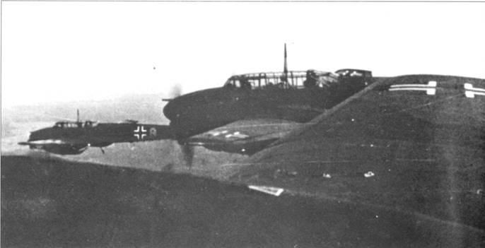 Пилоты 2./ZG-76 выполнили первый боевой вылет на чае раньше летчиков других подразделений церстореров. Стаффель капитан на самолете с буквой «G» на фюзеляже возглавляет группу в полете.